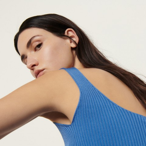 best price ribbed knit cropped tank top - blue last chance limited sale